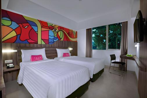 库塔卡蒂卡广场法维酒店 - 库塔 - 睡房