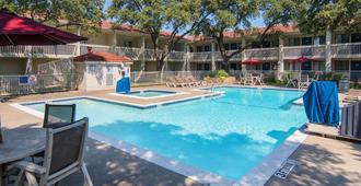 达拉斯6号汽车旅馆 - 艾迪生 - 艾迪生 - 游泳池