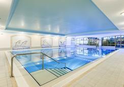 雅尔丁做勒沃公寓式酒店 - 波尔蒂芒 - 游泳池
