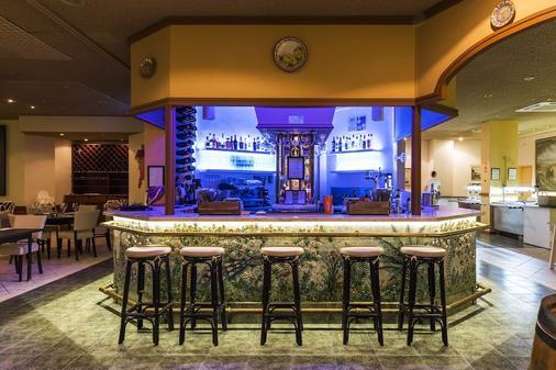 雅尔丁做勒沃公寓式酒店 - 波尔蒂芒 - 酒吧
