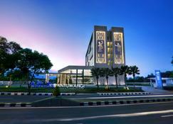 巴纽旺宜阿斯顿酒店和会议中心 - 外南梦 - 建筑