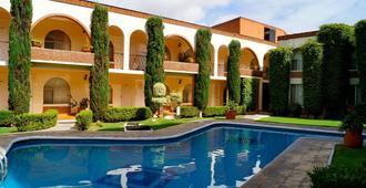 维拉德尔索尔酒店及套房 - 莫雷利亚 - 游泳池