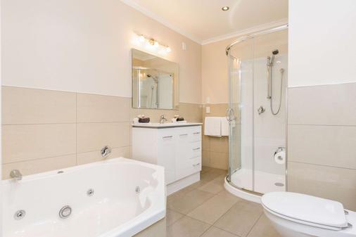 贝壳杉苑康福特茵酒店 - 北帕麥斯頓 - 浴室