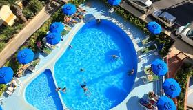 索乐亚多酒店 - 阿尔盖罗 - 游泳池