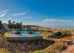 曼塔雷宁格罗海滩度假酒店 - 埃克斯茅斯 - 海滩