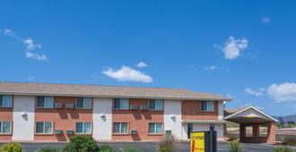 科罗拉多斯普林斯-切斯特纳特路速8酒店 - 科罗拉多斯普林斯 - 建筑