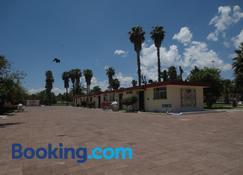 Hotel Las Palmas Midway Inn - 马特瓦拉 - 建筑