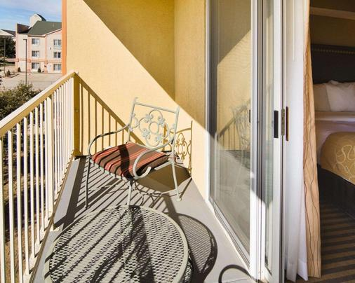 达拉斯沃思堡国际机场凯富套房酒店 - 欧文 - 阳台