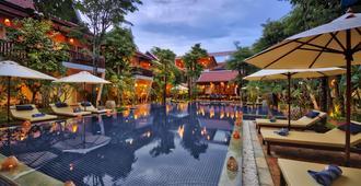 玛尼村套房酒店 - 暹粒 - 游泳池