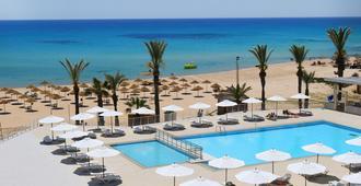 奥玛卡延度假酒店及水上乐园 - 哈马迈特 - 游泳池