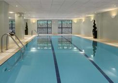 曼彻斯特机场丽笙酒店 - 曼彻斯特 - 游泳池