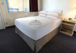 乔治王子加拿大最佳价值酒店 - 乔治王子城 - 睡房