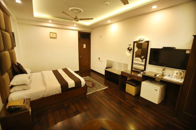 新德里豪华景观道路酒店 - 新德里 - 睡房