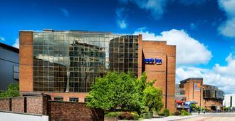 雷迪森公园加的夫市中心客栈 - 卡迪夫 - 建筑
