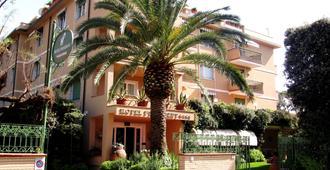 斯皮纳里酒店 - 马尔米堡 - 建筑