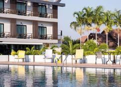 非常酷炫大酒店 - 娘隆 - 游泳池