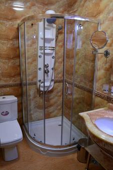 鲁斯塔韦利优雅精品酒店 - 第比利斯 - 浴室