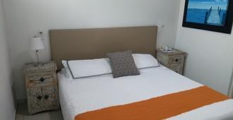 查普尔特佩克套房酒店 - 瓜达拉哈拉 - 睡房