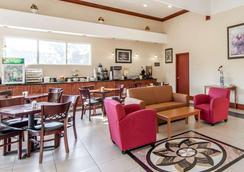 优质套房酒店 - 卡特斯维尔 - 大厅