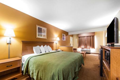 优质套房酒店 - 卡特斯维尔 - 睡房