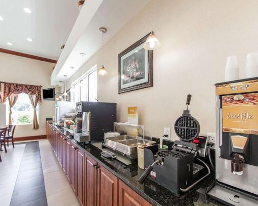 优质套房酒店 - 卡特斯维尔 - 自助餐
