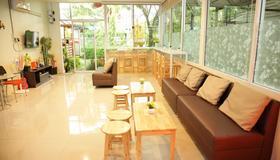 挚友之家度假村 - 曼谷 - 大厅