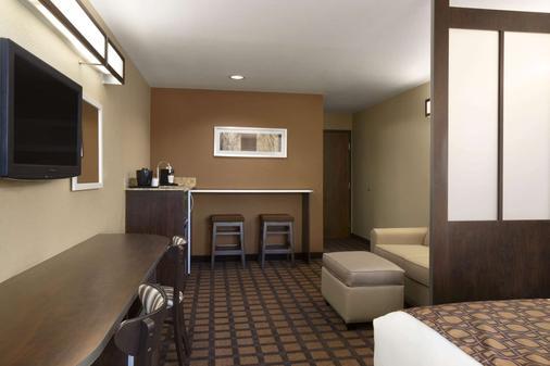 得克萨斯州敖德萨温德姆麦克罗迪尔套房酒店 - 奥德萨 - 睡房