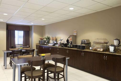 得克萨斯州敖德萨温德姆麦克罗迪尔套房酒店 - 奥德萨 - 自助餐