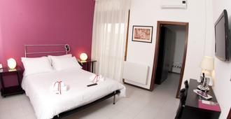泽尼特萨兰托酒店 - 莱切 - 睡房