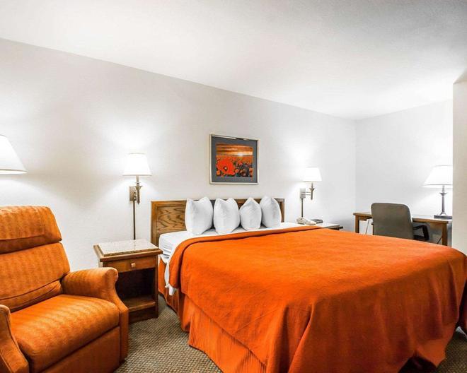 南部优质套房酒店 - 斯普林菲尔德 - 睡房