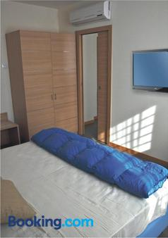 托尔维尔戛塔325号酒店 - 罗马 - 睡房