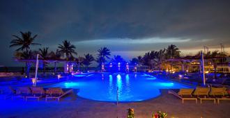 维瓦温德姆命运海滩型酒店 - 弗里波特 - 游泳池