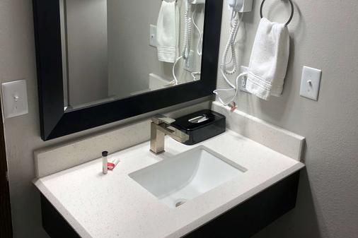 尤里卡速8酒店 - 尤里卡 - 浴室