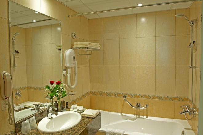沙尔迦金郁金香住宅式公寓 - 沙迦 - 浴室