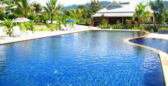 拜县阿拉度假酒店 - 拜县 - 游泳池