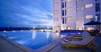 阿斯顿普路伊特酒店 - 雅加达 - 游泳池