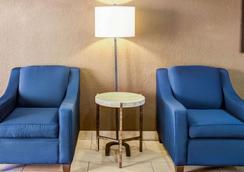 夏洛特机场康福特套房酒店 - 夏洛特 - 大厅