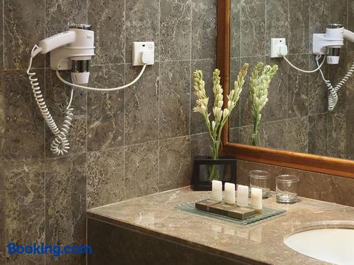 雅加达阿里亚酒店 - 雅加达 - 浴室