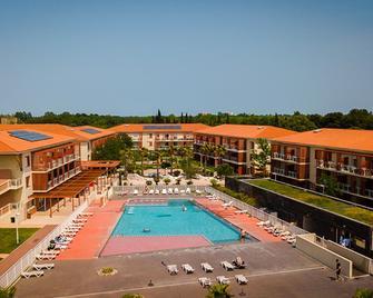 滨海阿尔热莱麦森瓦坎斯奥勒酒店 - 滨海阿热莱斯 - 游泳池