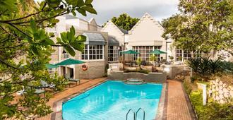松林城市旅馆 - 开普敦 - 游泳池