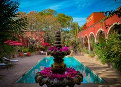 哈森达桑托酒店 - 阿拉莫斯 - 游泳池