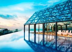巴厘岛金巴兰艾美酒店 - South Kuta - 游泳池