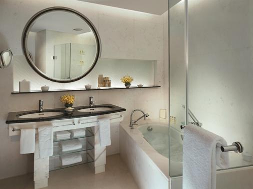 上海浦东香格里拉大酒店 - 上海 - 浴室