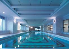 上海浦东香格里拉大酒店 - 上海 - 游泳池