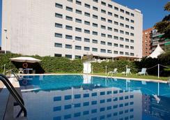 马德里本塔斯nh酒店 - 马德里 - 游泳池