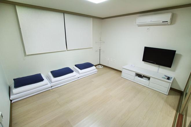 伊姆住宿饭店 - 釜山 - 客厅