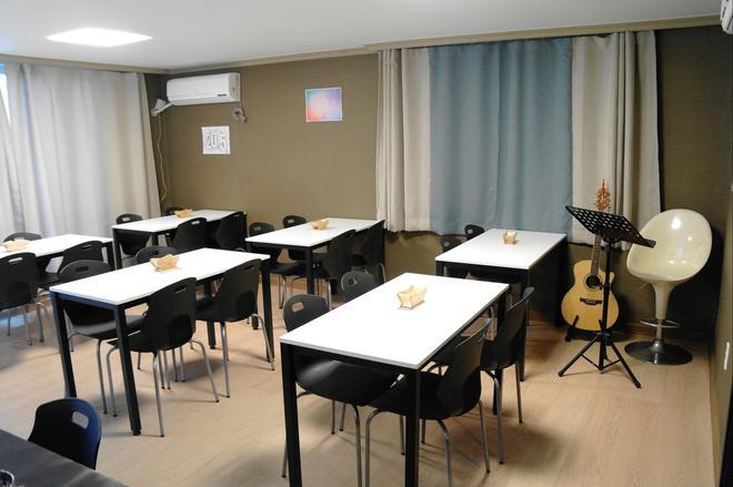 伊姆住宿饭店 - 釜山 - 餐馆