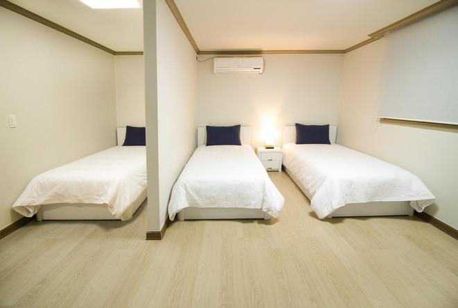 伊姆住宿饭店 - 釜山 - 睡房