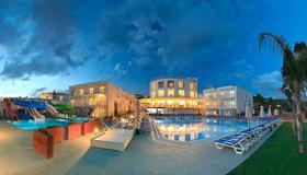 Bodrum Beach Resort - 博德鲁姆 - 游泳池