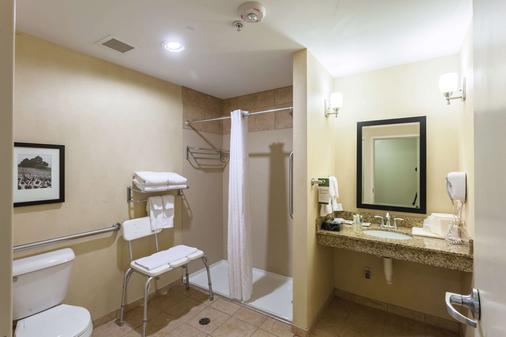 东方凯富套房酒店 - 林肯 - 浴室